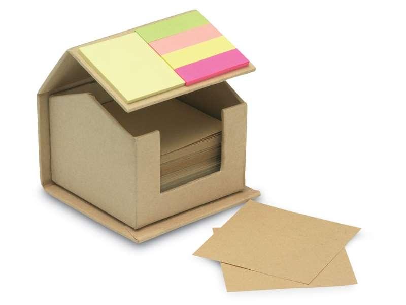 Huis van gerecycled karton