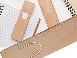 Houten boekenlegger met liniaal, 11 cm